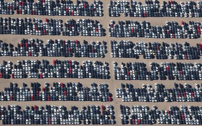 Dealerzy w Polsce mogą pozostać z kilkunastoma tysiącami niesprzedanych aut