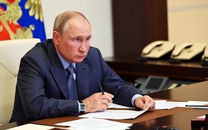 Putin zaszczepiony, ale i tak się izoluje
