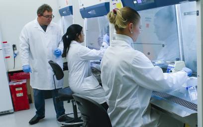 Laboratorium w Hackensack Meridian Health Center for Discovery and Innovation opracowuje testy na ko