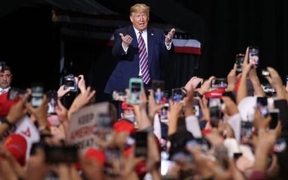 Prawie połowa Amerykanów popiera Donalda Trumpa. To lepiej niż przed wyborami w 2016 r.