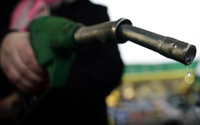 Jarosław Sellin: Rząd nie obniży akcyzy na paliwo, bo jest odpowiedzialny