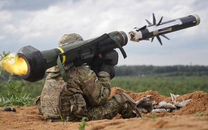 Odpalenie przeciwpancernego pocisku kierowanego Javelin. Fot./US Army.