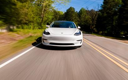 Tesla chce zwiększyć przychody. Podnosi ceny swoich modeli
