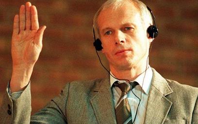Janusz Waluś za zabicie czarnoskórego przywódcy komunistów w RPA Chrisa Haniego został skazany na do