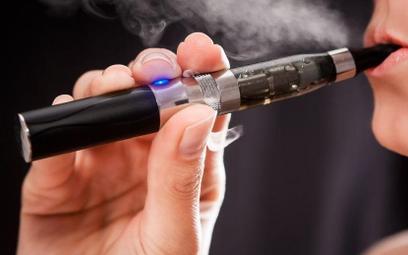 Producenci e-papierosów złamali przepisy na Facebooku i Twitterze