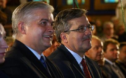 Włodzimierz Cimoszewicz i Bronisław Komorowski w maju 2010 r.