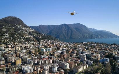 Szwajcarska poczta testowo dostarcza szpitalom w Zurychu i Lugano przesyłki medyczne, m.in. próbki k