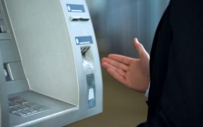 Wpłatomat nieczynny, w okienku opłata. Można reklamować