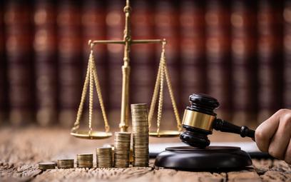 Feudalizm sądowy - sądy i ustawodawcy w oczach obywateli