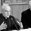 Arcybiskup Henryk Hoser (po lewej) unika w sprawach bioetycznych merytorycznej dyskusji - uważa auto