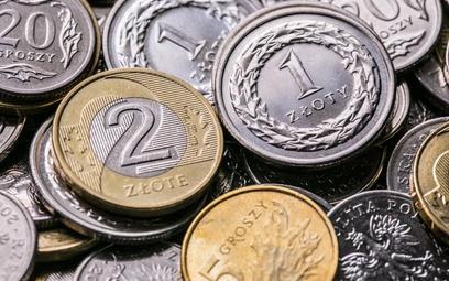 W pożyczkach czy kredytach z niskim oprocentowaniem może być  haczyk. Wyższe koszty kryją się w opła