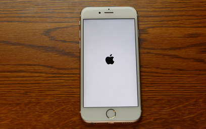 Błąd iPhone'a. Zmiana daty niszczy telefon