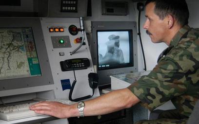 Obiekty nielegalnie wlatujące przez granicę namierza Straż Graniczna. Na zdjęciu stanowisko obserwac
