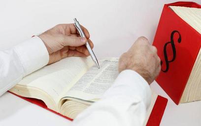 Aplikanci notarialni: nie będzie przepisu przejściowego o zaświadczeniach