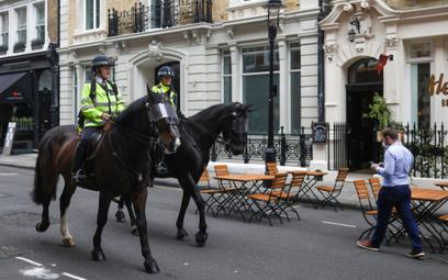 Brytyjska policja poszukuje teraz sprawców zuchwałego napadu na ciężarówkę z produktami Apple`a.