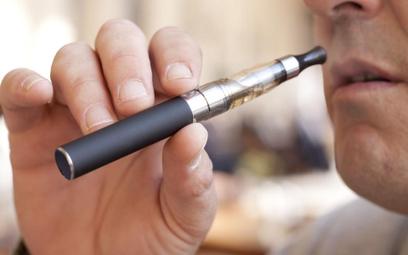 E-papierosy: Elektroniczni palacze wykluczeni z internetu