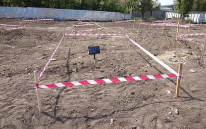 Miejsce odnalezienia masowych grobów na Ukrainie