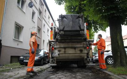 Od 1 kwietnia w Warszawie zaczyna obowiązywać nowy system wyliczania opłat za wywóz śmieci. Dla więk