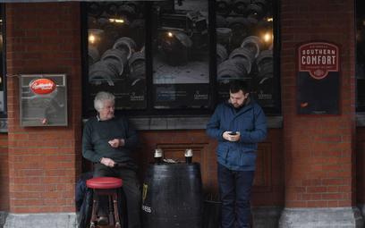 Koronawirus. Irlandia: Puby się otwierają - na razie tylko pod gołym niebem