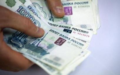 Rosyjski rubel od rekordowego dołka w styczniu 2016 roku zyskał 45 proc.