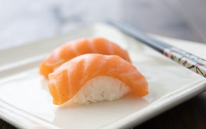 """Łosoś z """"in vitro"""": rusza pierwszy taki sushi bar na świecie"""