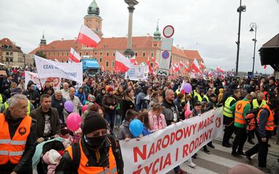 Uczestnicy Marszu Życia i Rodziny w Warszawie