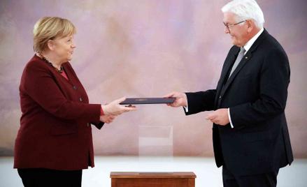 Angela Merkel odbiera akt dymisji z rąk prezydenta Niemiec