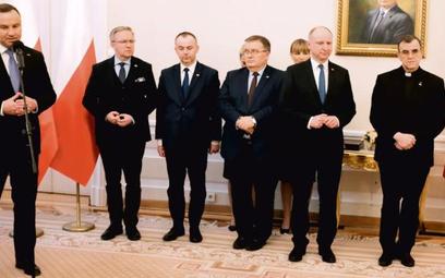 Prezydent Andrzej Duda ze współpracownikami z Kancelarii