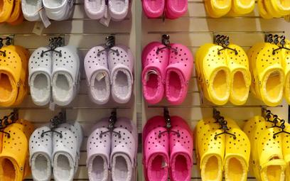 Crocs pozywa Walmart za rzekome kopiowanie jego butów