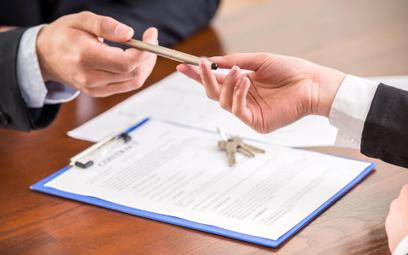 Koszty podatkowe: radca prawny odliczy czynsz najmu mieszkania w innym mieście