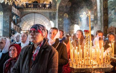 Prawosławne nabożeństwo w kijowskiej Ławrze Peczerskiej, uznającej zwierzchnictwo Moskwy