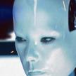 "Björk jako robot w nagranym na wideo utworze ""All Is Full of Love"""