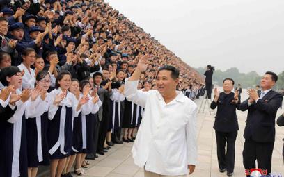 Kim Dzong Un w czasie spotkania z młodzieżą