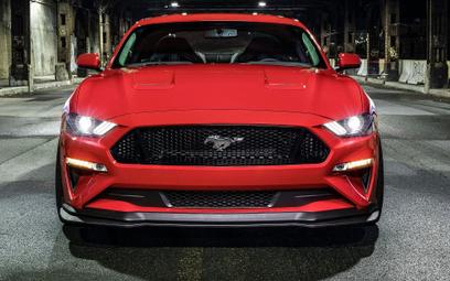 Top 10 | Coupe i kabriolety w dół, ale Mustang w górę!