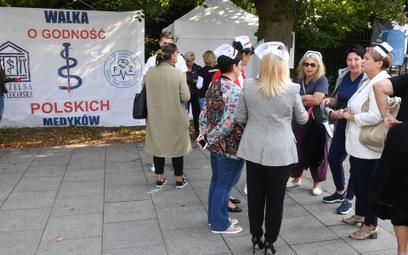 Medycy protestujący w Warszawie