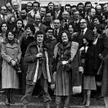 """W latach 1971–79 Jacek Maziarski był członkiem redakcji tygodnika """"Polityka"""". Na zdjęciu stoi obok J"""