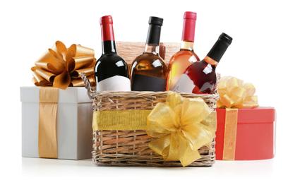 Robert Mazurek: Butelka wina i goździk