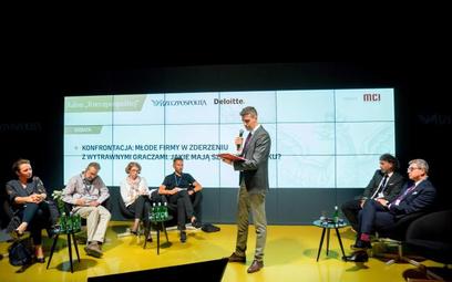 """Uczestnicy debaty """"Konfrontacja: młode firmy w zderzeniu z wytrawnymi graczami. Jakie mają szanse na"""
