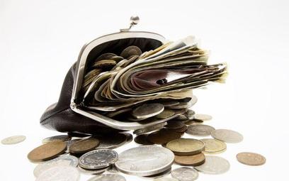 Proces o zaległe wynagrodzenie: pracodawca może żądać potrącenia swojej wierzytelności