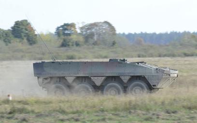 Transporter opancerzony do transportu obsług rakietowych zestawów przeciwpancernych Spike LR Rosomak