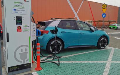 Elektromobilność pnie się w górę