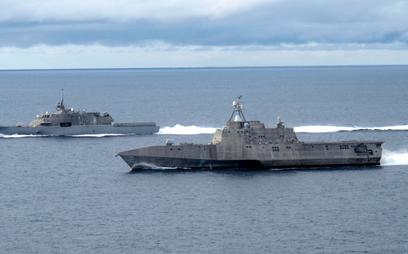 Prototypowe okręty klasy LCS – USS Freedom (LCS 1) i USS Independence (LCS 2) we wspólnym rejsie. Fo