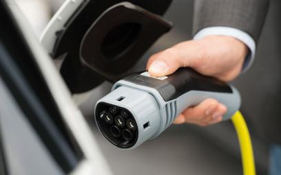 Sprzedaż aut elektrycznych na świecie. Polska daleko w tyle