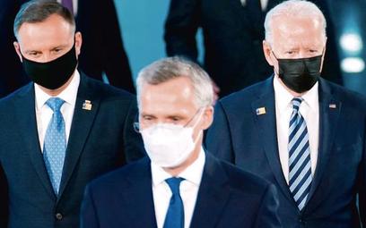 Andrzej Duda, sekretarz generalny NATO Jens Stoltenberg i Joe Biden na szczycie Sojuszu 14 czerwca w