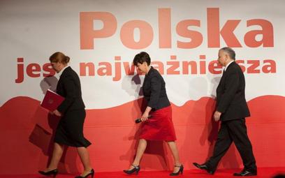 Joanna Kluzik Rostkowska (w środku)