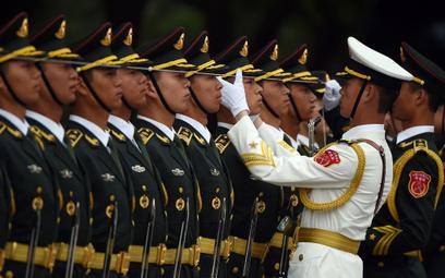 Chińscy żołnierze podczas spotkania z premierem Indii w Wielkiej Hali Ludowej w Pekinie.