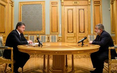 Prezydent Poroszenko (z lewej) w trakcie nocnej rozmowy z Ihorem Kołomojskim
