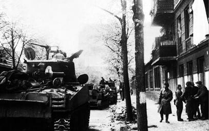 Pawlenko i jego fikcyjna jednostka dotarli aż do Berlina, a żeby przewieźć zagrabione po drodze łupy
