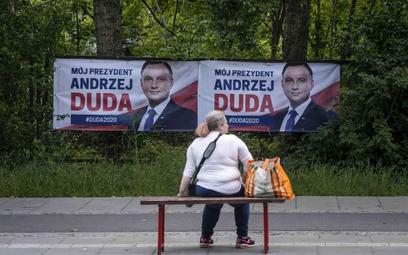 Sondaż: 85 proc. Polaków chce debaty między Trzaskowskim a Dudą