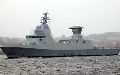 Izraelska korweta Magen wychodzi z Kilonii na pierwsze próby morskie. Okręt nie ma wielu elementów w